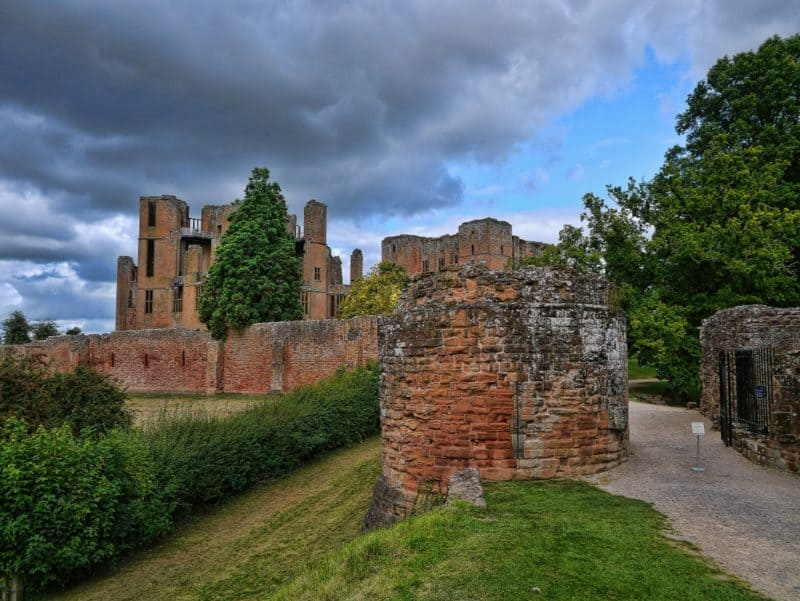 Enchanting Kenilworth Castle and Elizabethan Gardens