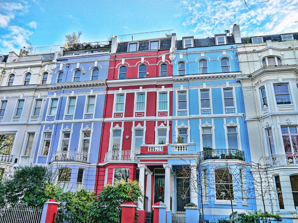 Romantic things to do in London - see colourful houses in Notting Hill