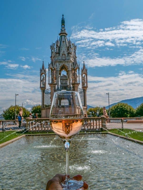 Cottage Cafe fountains, Geneva, Switzerland