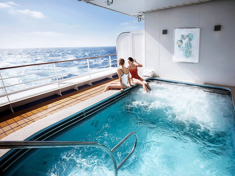 Outdoor jacuzzi at Zagara Beauty Spa on board Silver Muse
